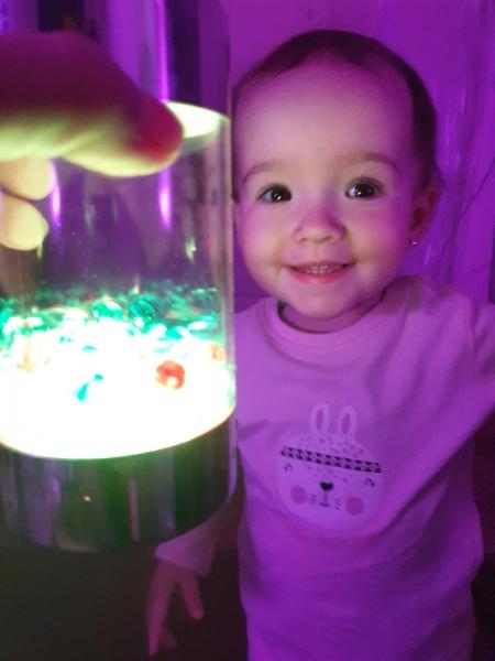 Zabawy w sali świateł