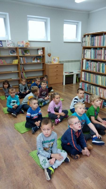 Odwiedziliśmy Panie bibliotekarki. Dowiedzieliśmy się na czym polega ich prac