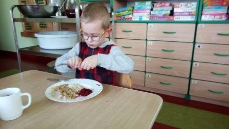 Uczymy sie jeść widelcem i nożem