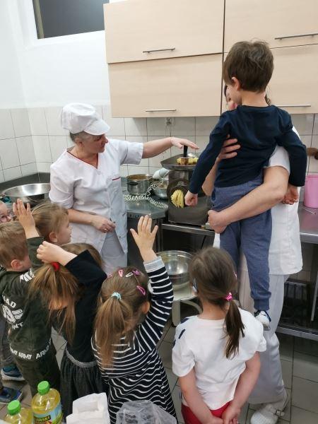 Z wizytą w przedszkolnej kuchni